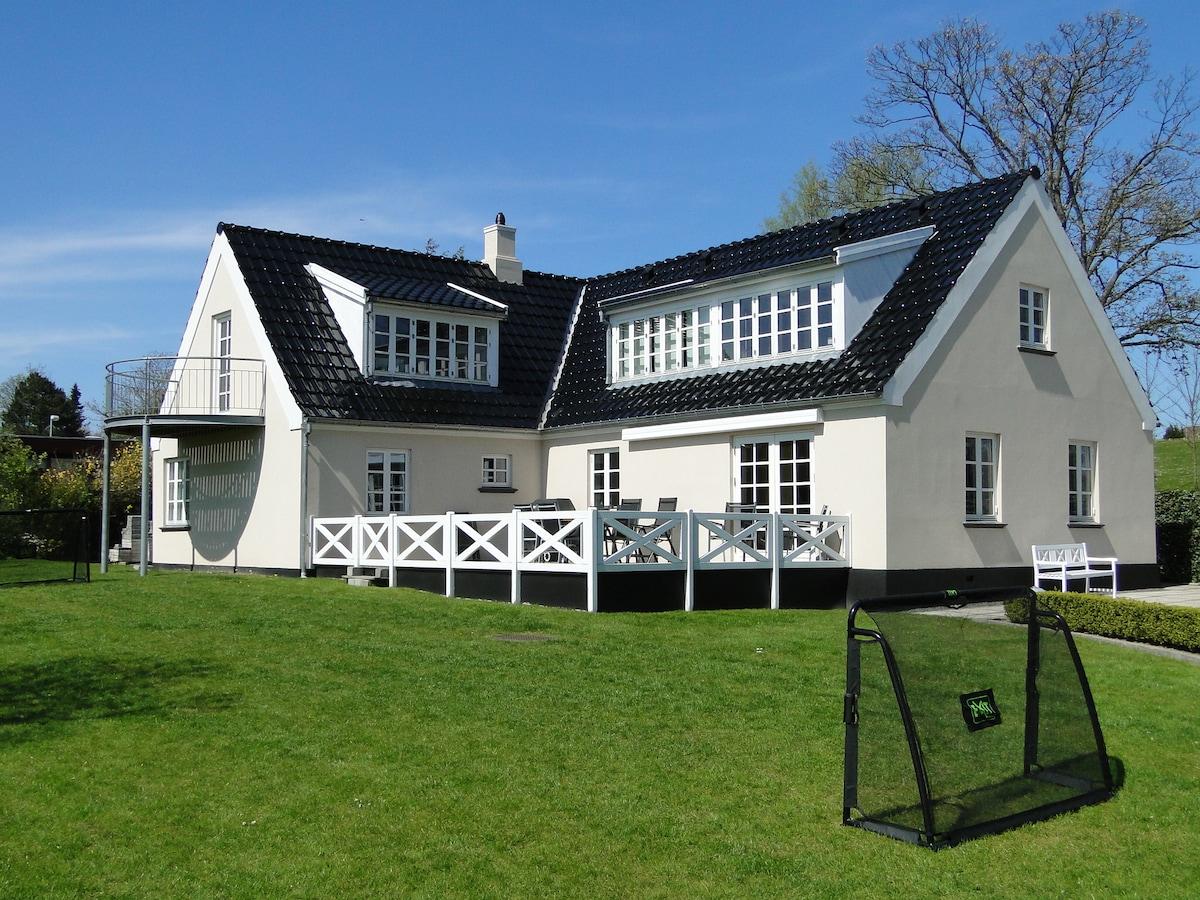 Unique spacious house - 6-10 pers.
