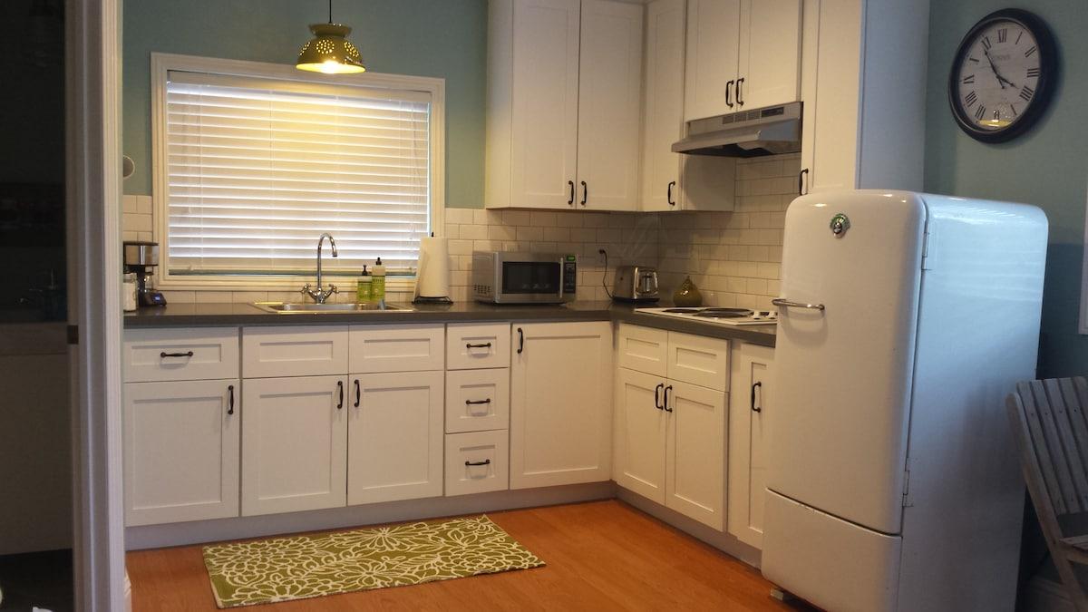 Bluebird Cottage- a cozy getaway!