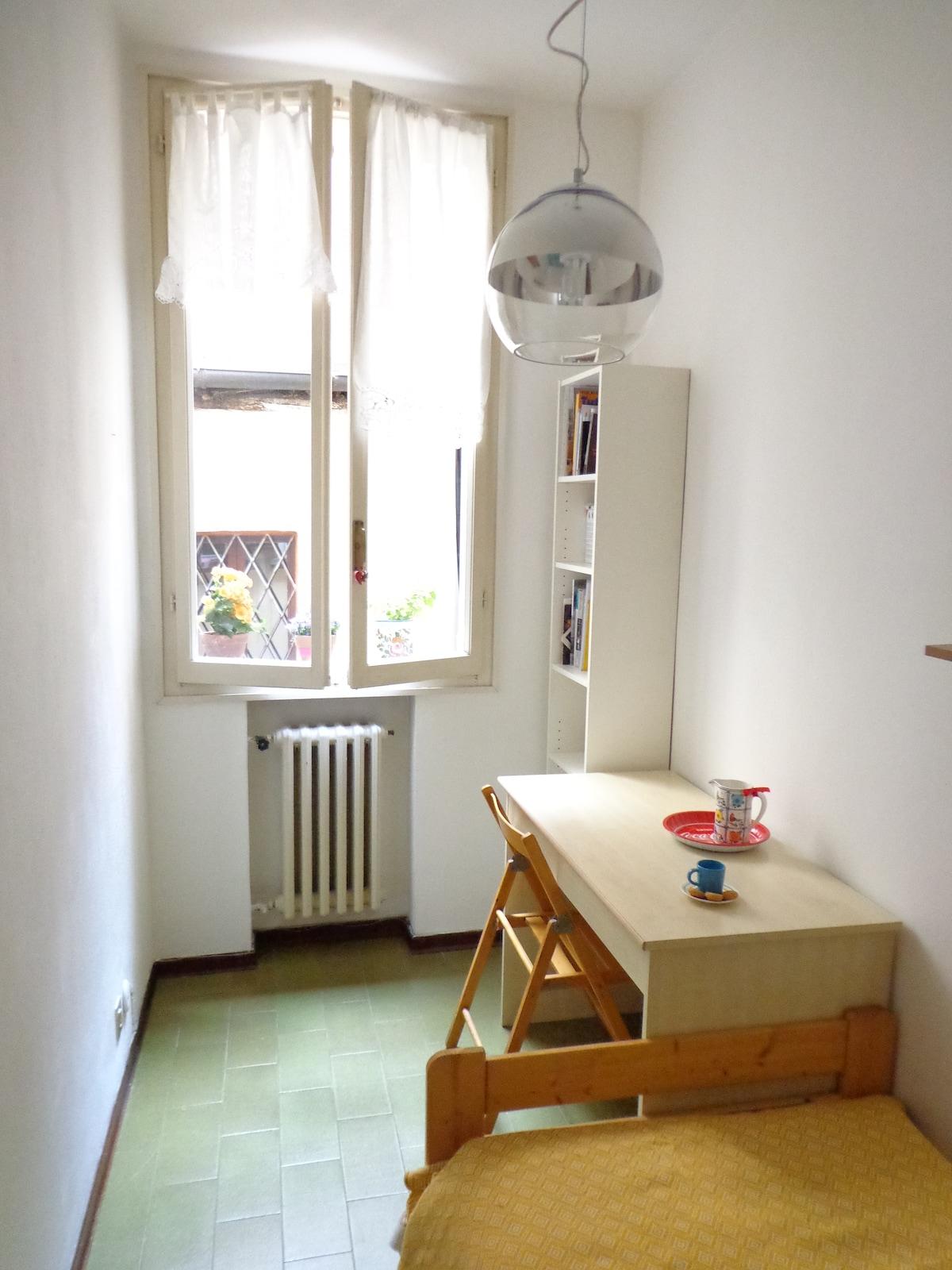 Small single room, heart of Bologna
