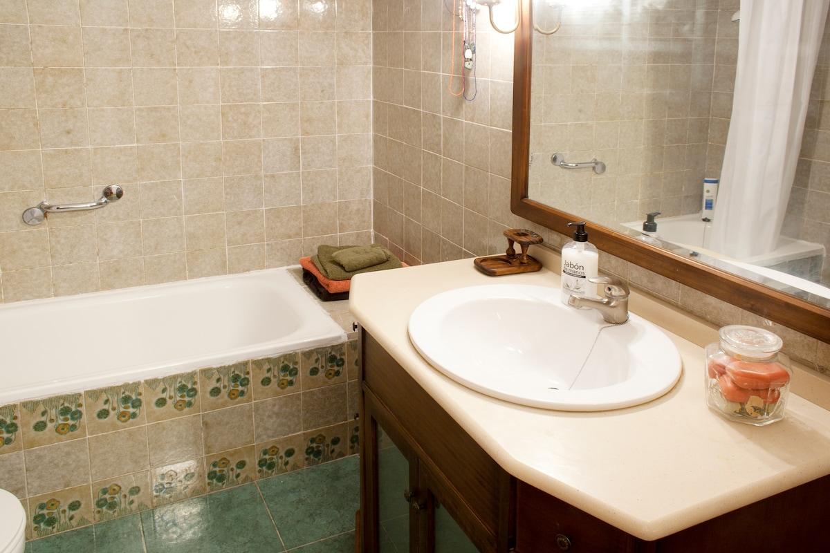 Hemos cambiado la bañera. Es otra nueva, no la de la foto.