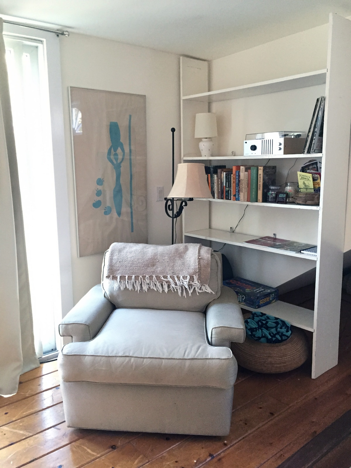 Reading nook with small library, record player, & board games. Two beach towels for your use.
