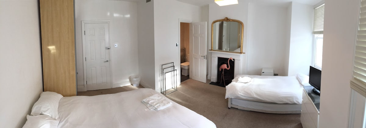Kew Bed and Breakfast