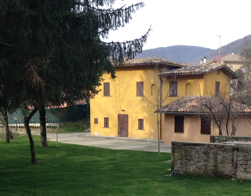 farmhouse, 100m from the center