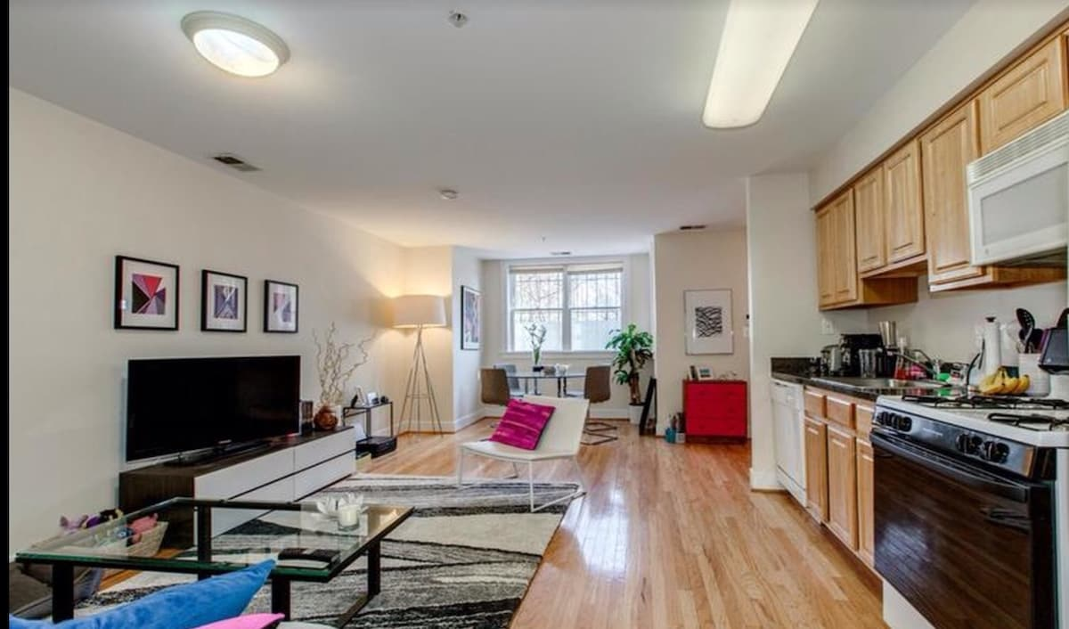 1BD in charming Capitol Hill locale