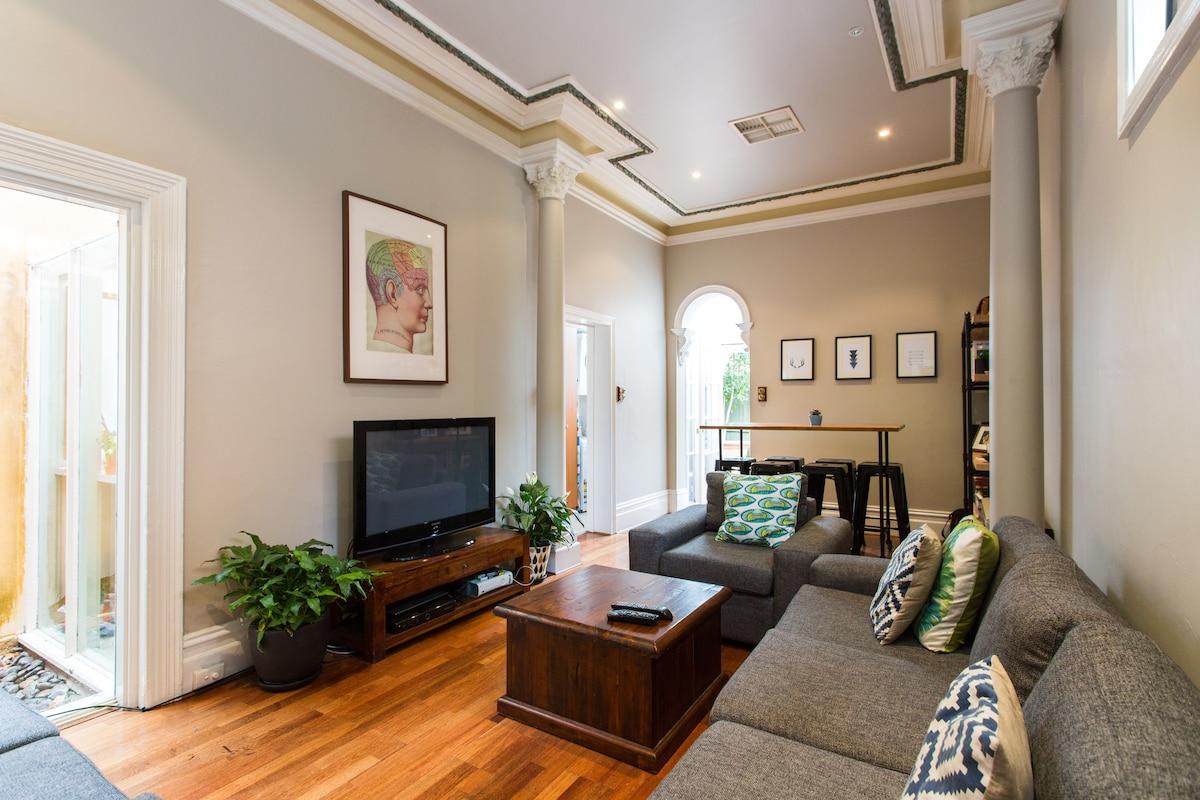 Private room + loft space - Carlton