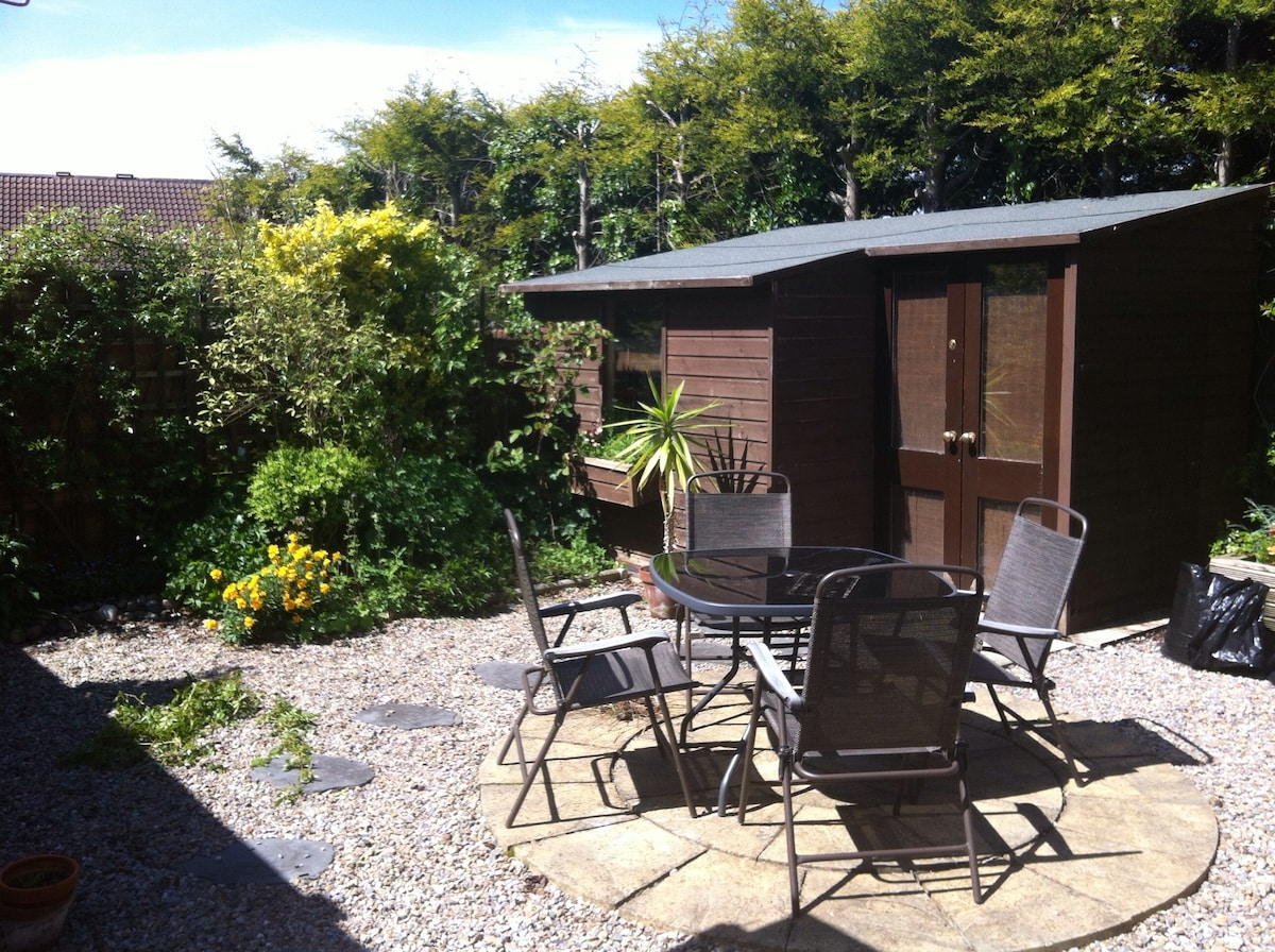 Cosy 2 BD with Parking