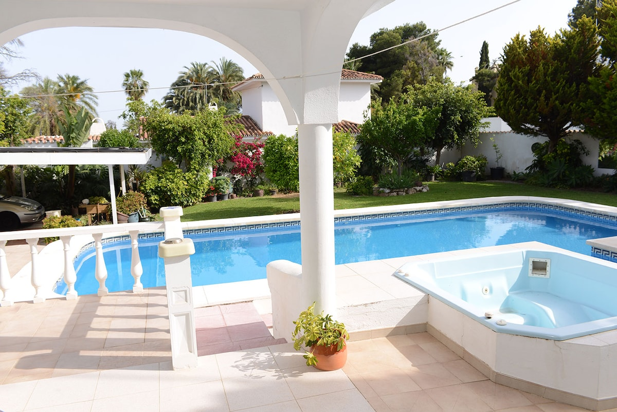 The Casita - cute house with pool