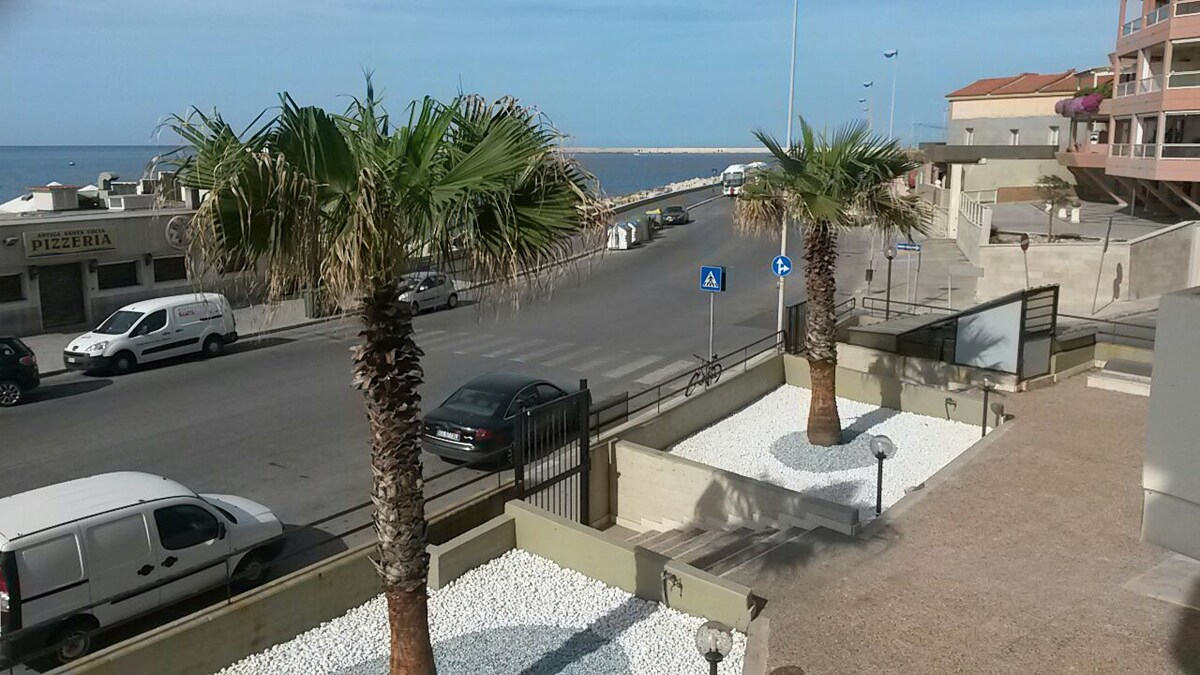 Fully furnished apartment seafront