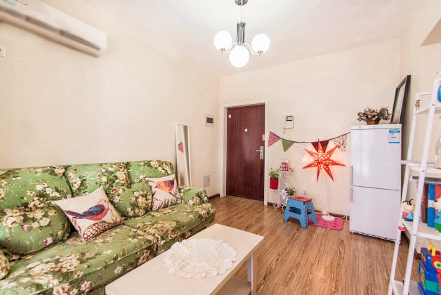 best location!downtown 2bed apt`new