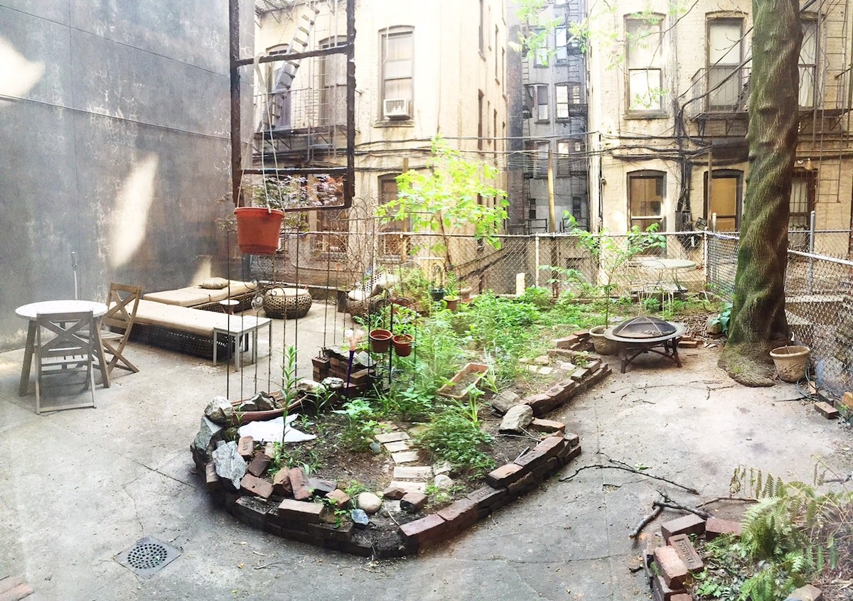 Lovely Wash Sq Park Apt w/ Garden!