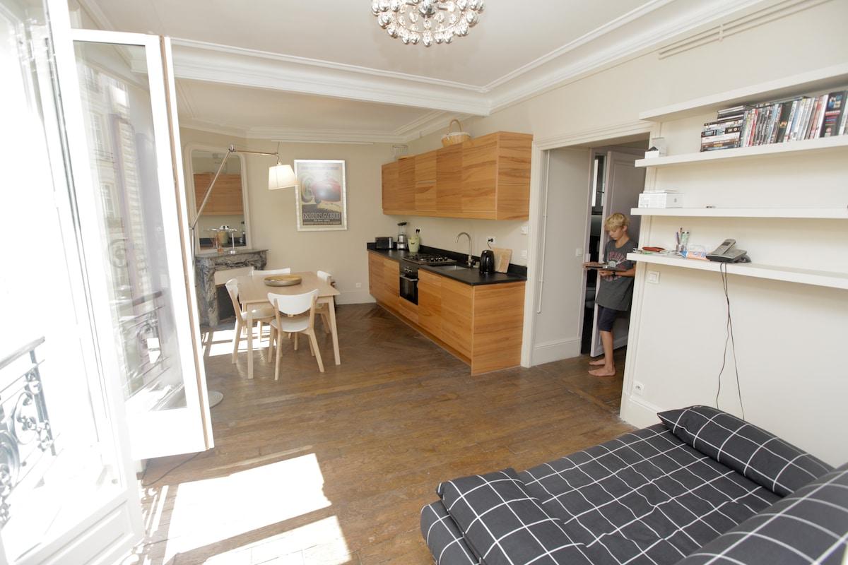 2 bed family in heart of Marais