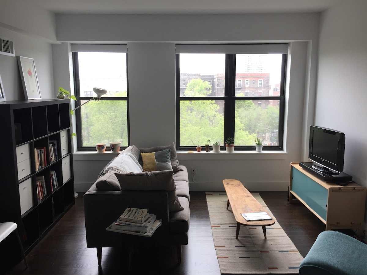spacious 1BR steps from the subway