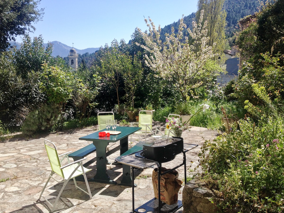 Village flat with terrace & garden