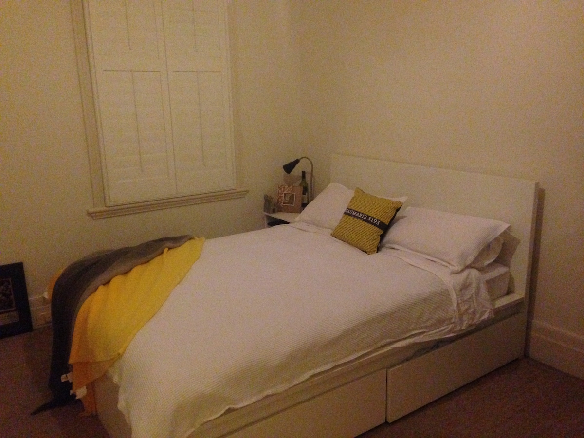 ROOM FOR RENT IN ST KILDA EAST
