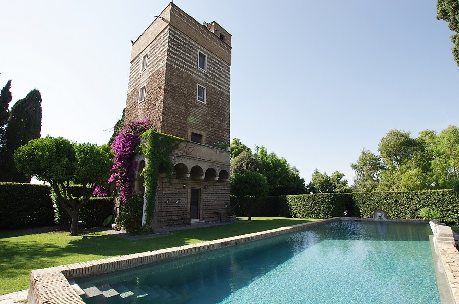 Villa & Tower with swimming pool