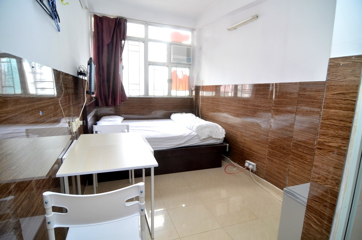 Bright room for 2 next to MTR,13F2