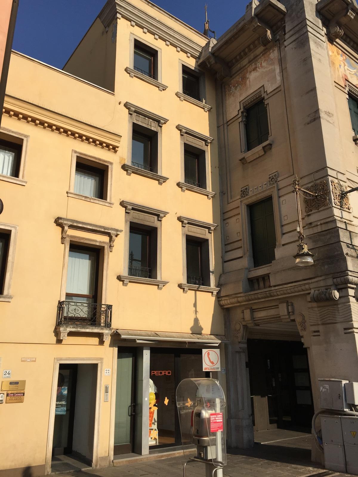 Piazza Ferretto Venezia 4