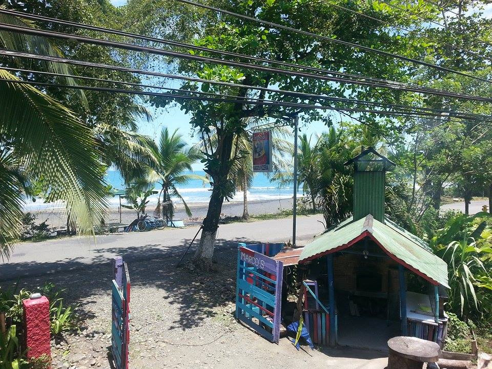 OCEAN FRONT HOSTEL, 1km to town