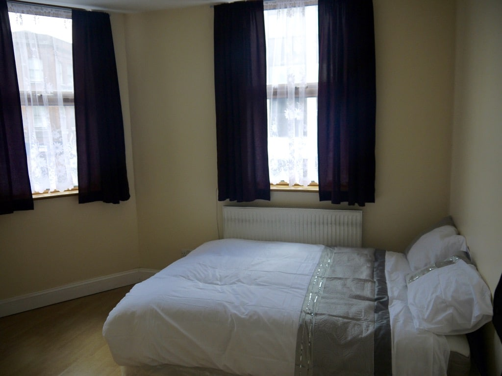 2**COSY ROOM *SHORT TERM AVAILABLE