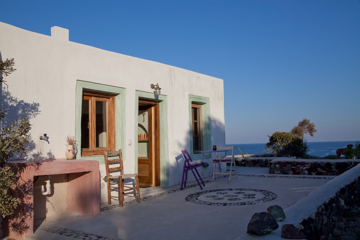 Sweet studio in the quiet Santorini