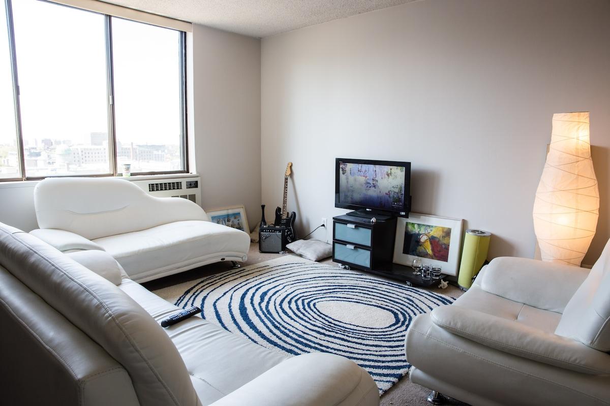 Beautiful 17th Floor apartment