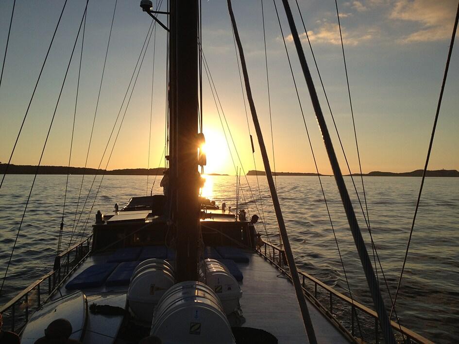 B&B in Alania eco-schooner