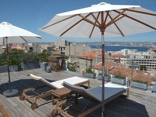 Appartement toit terrasse vue mer marseille for Toit terrasse marseille