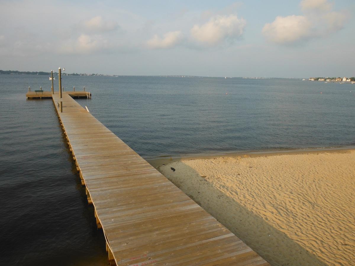 WALK TO NJ BAY BEACH, QUIET STREET!