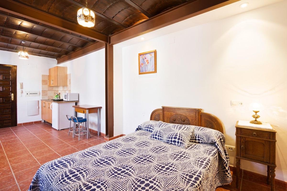 Estudio en casa con encanto andaluz