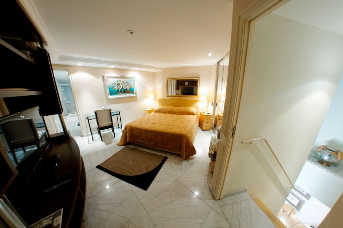Master Suite (bedroom, walk in closed, bathroom)