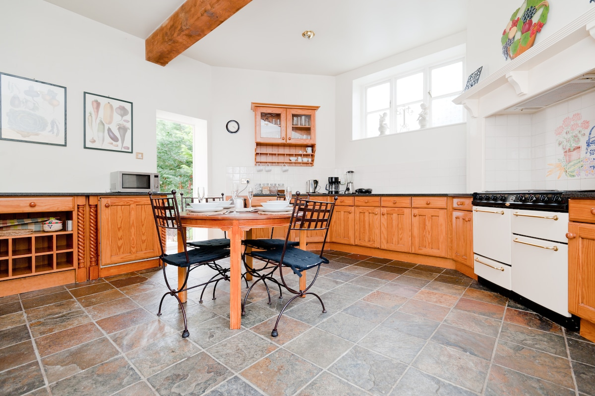 kitchen with a table that extends to accomodate 10 guests
