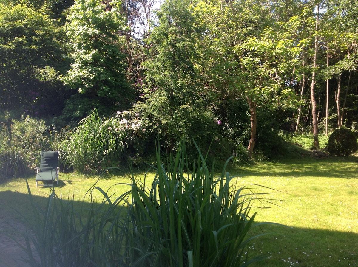 Im Zentrum mit traumhaftem Garten