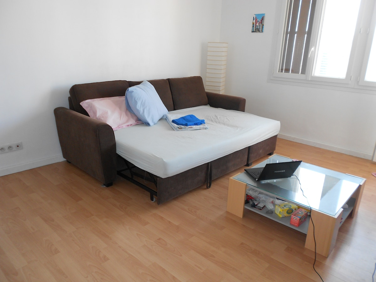 BIG room 25 M2! Can fit 2 other double beds with no difficulties!