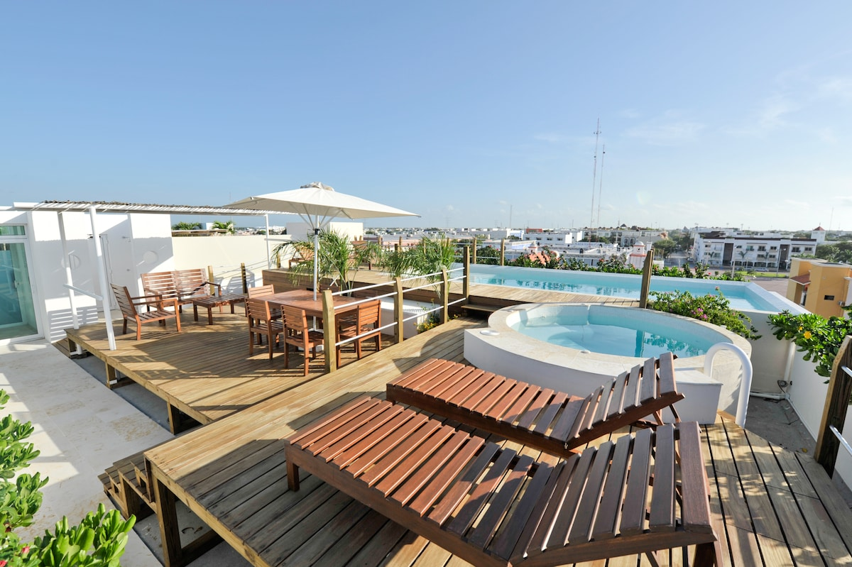 Starting rate for 2 is 200 US - Fits 7 guest,Sea View Apartment +Beach club. PRIME LOCATION!