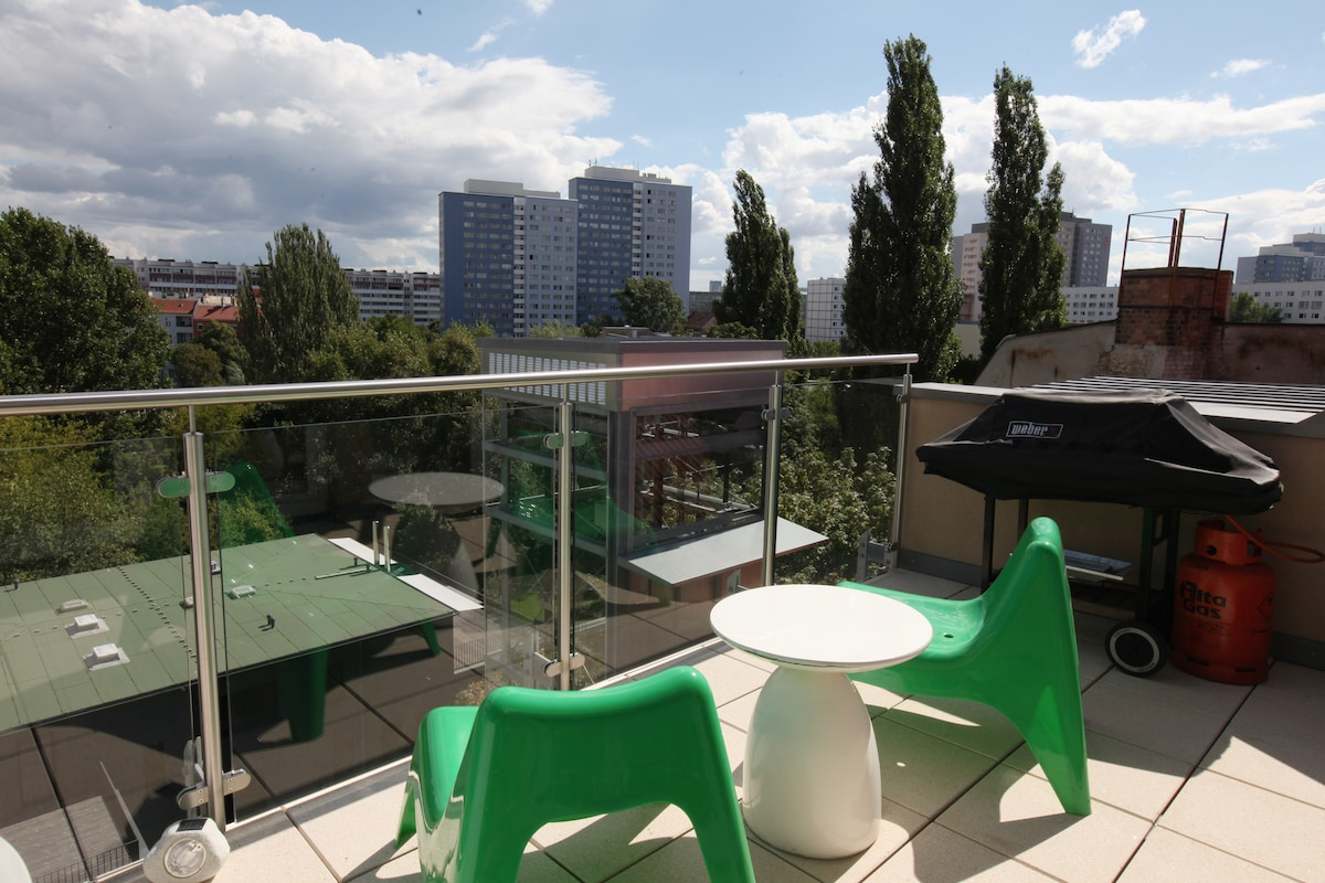 East side view from our roof terrace! It's so peaceful that we sometimes wonder whether we are in the centre of Berlin!