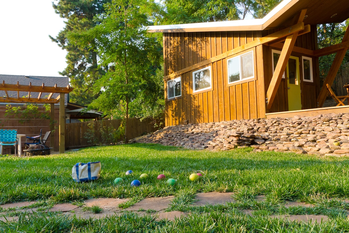 The lawn below is shared with the main house--where my sister lives. It's a great spot for yard bocci, horseshoes, or a nap in the grass.