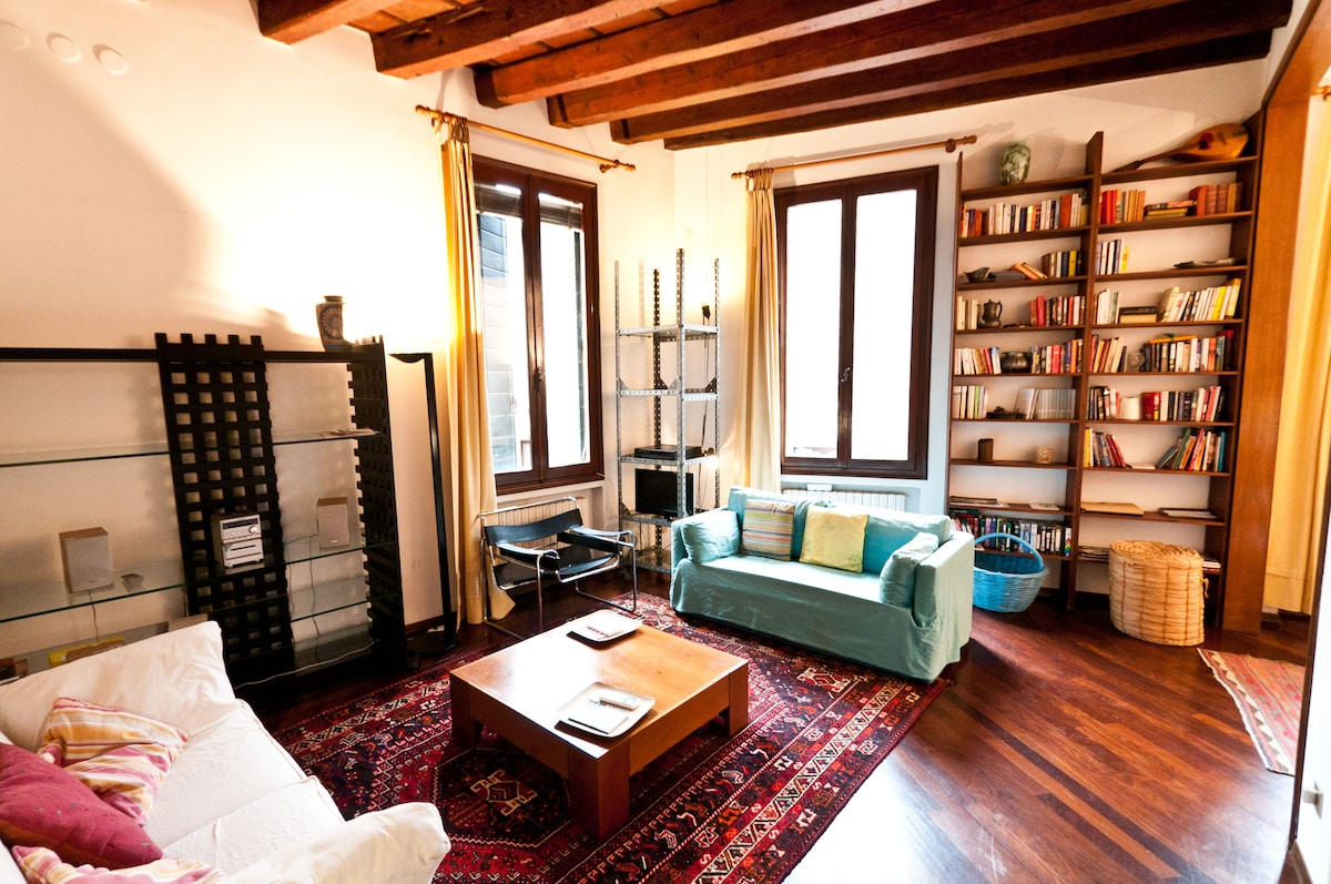 San Marco Charming apartment for 5