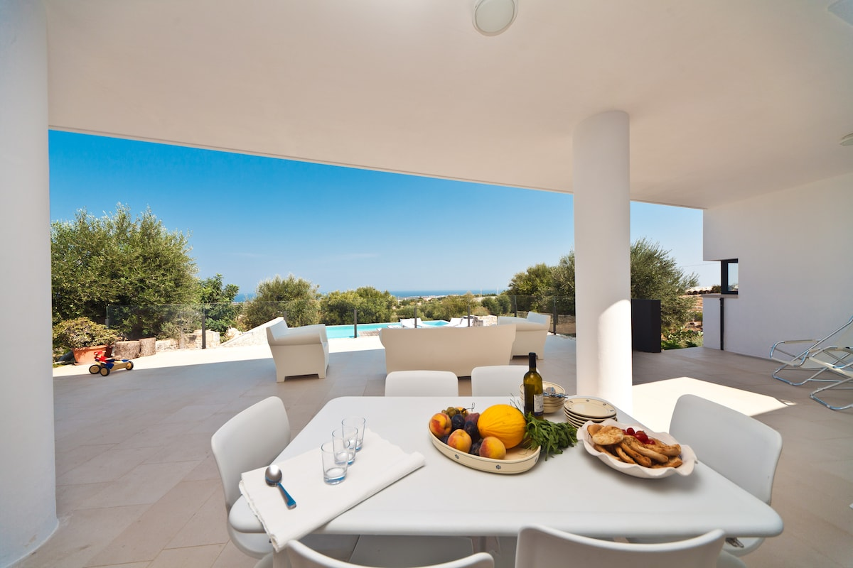 Superb villa with pool and seaview