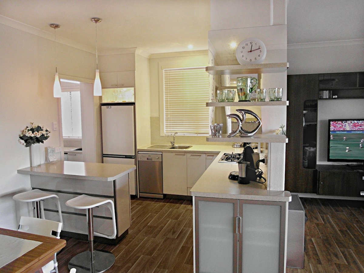 KITCHEN WITH ISLAND BENCH GREAT FOR SITTING AROUND & CHATTING  WHILST COOKING
