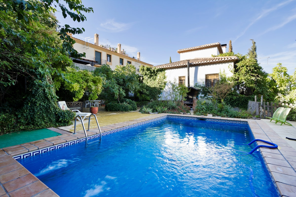 NICE HOUSE FOR 10, GARDEN AND POOL