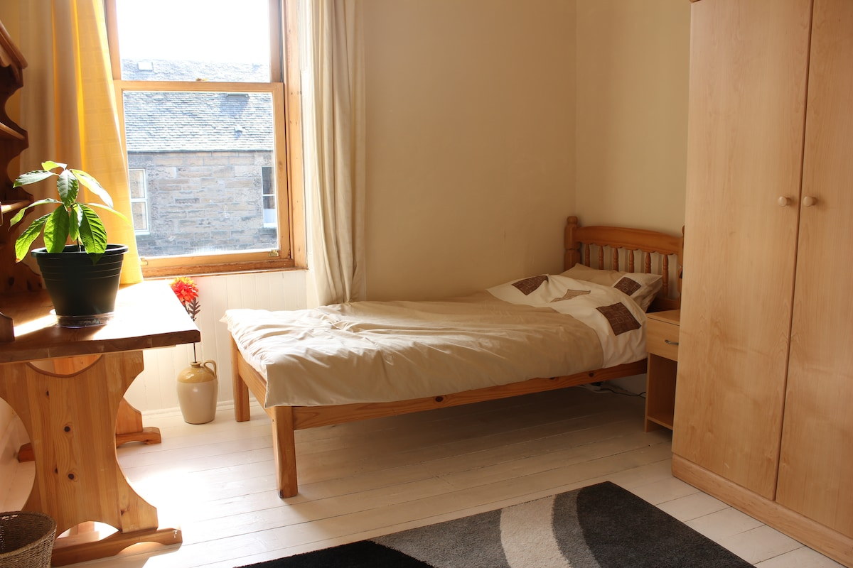 Twin/single room in relaxed house