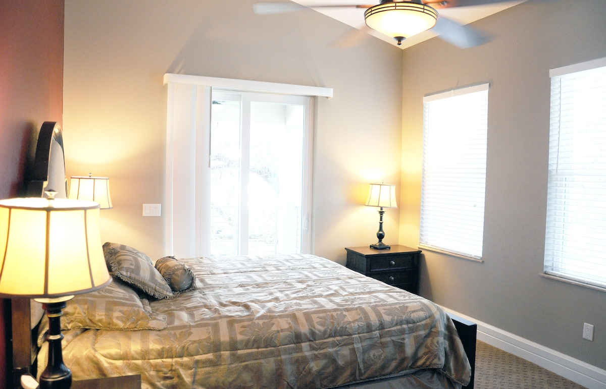 King Bed Guest Suite w/ balcony overlooking the river