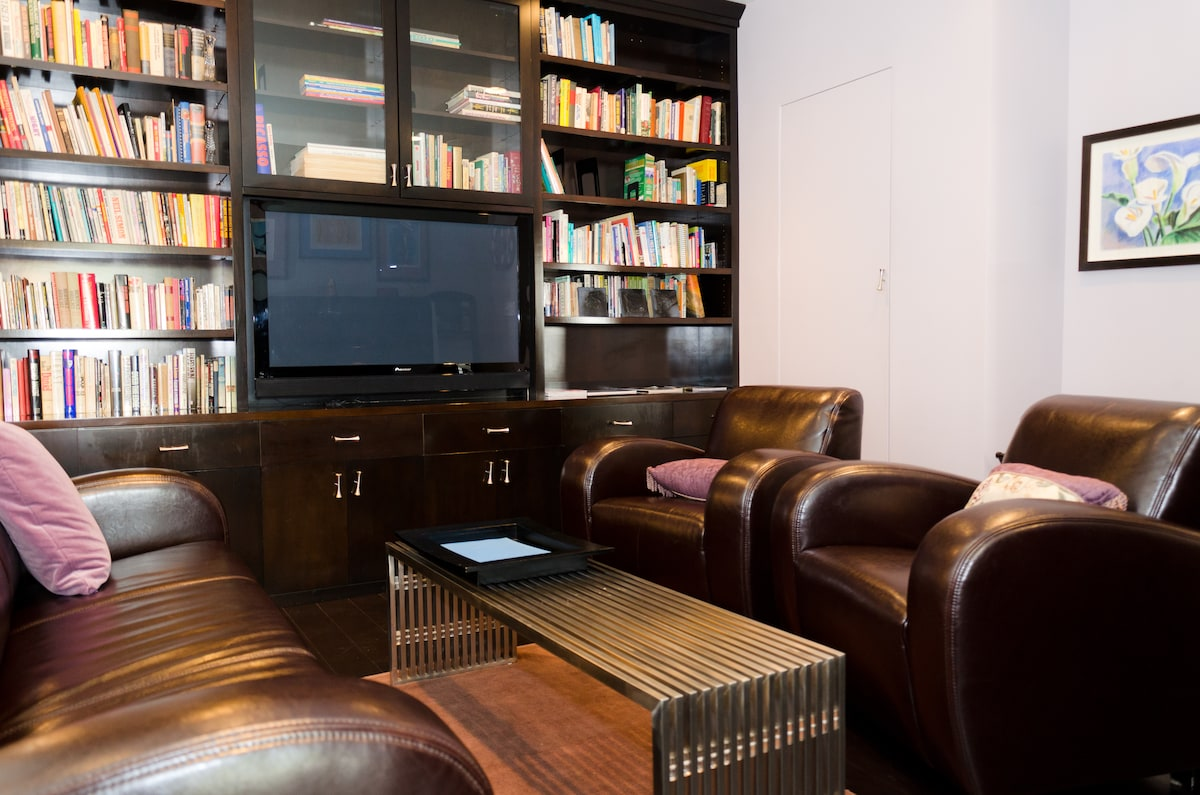 Library/TV/Music room with contemporary leather sofa and chairs.