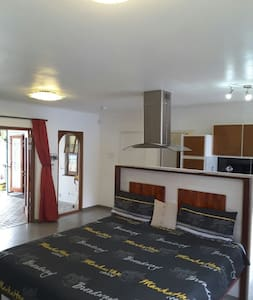 Newly renovated in very quiet area. - Kaapstad - Huis