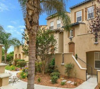 Spotlight Condominium - Chula Vista - Villa