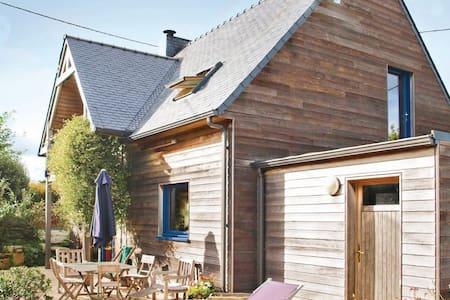 3 Bedrooms Home in Plounéour-Trez #1 - Haus