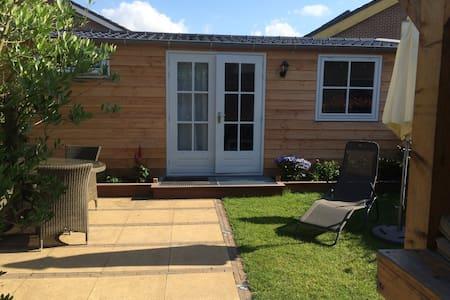 Tuinhuis met terras, veranda en sauna - Hazerswoude-Dorp - Cabane