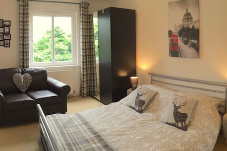 Kirkton airbnb, Bathgate, near Edinburgh & Glasgow - Apartment