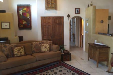 Taos Mountain Views & Tranquility - Apartment