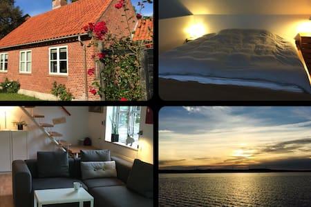 Dejligt hus 200m fra færgen - Fanø - House